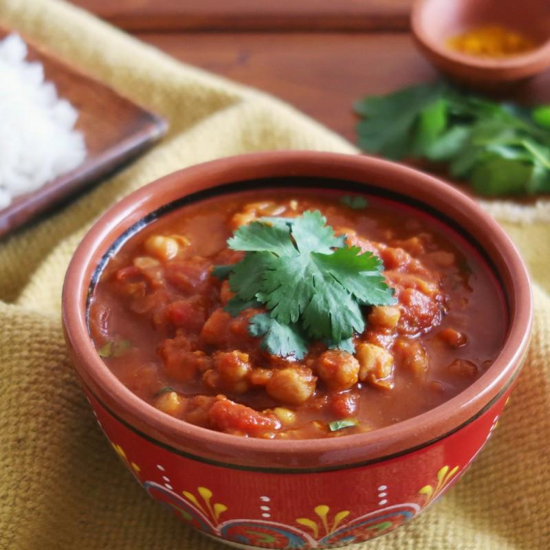 Indická chana masala: cizrna v kořeněné rajčatové omáčce